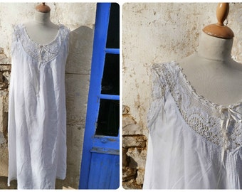 Vintage French Edwardian 1900 off white thin linen dress underdress with handmade bobbin lace around the neckline & sleeves size S/M/L