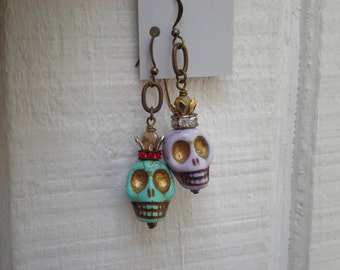 Dead Queens Stone Skull Dangle Earrings. Halloween Skeleton Dangles by So Very Charming. Mismatched Beaded Skulls with Handmade Crowns.