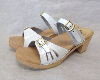 White patent leather sandal on Medium Heel with Simple Strap