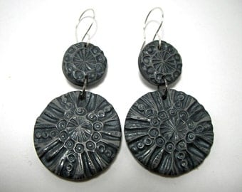 PLAIN FANCY Gray and Black Carved Look Round Floral Drop Earrings