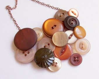 Button necklace in chocolate and caramel
