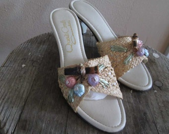 Bamboo Tiki Mules Vintage Straw Mules 70s Tiki kitten heel Sandal Vintage raffia mules tan vinyl tropical heels 7.5