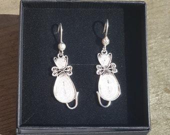 Cat - Silver Filigree dangling earrings