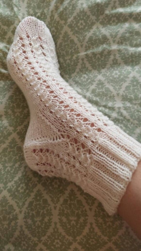 Knitting pattern shell lace ankle socks from honeybeejewelry on Etsy Studio