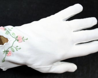Vintage Wear Right White Women's Gloves with Embroidered Flowers