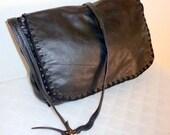 Thick leather messenger bag cross body bag  black color satchel tote shoulder bag gorgeous vintage 90s pristine cond