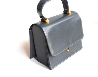 Mod vintage 60s grey patent leather box style small hand bag. Made by Dobbies bags.