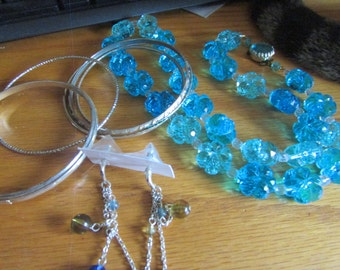 Flower blues necklace lot