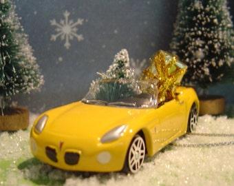 2006 Pontiac Solstice with Christmas tree ornament