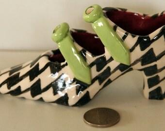 A pepita ceramic miniature shoe