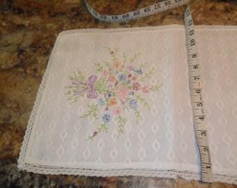 Vintage BEAUTIFUL FLower Bouquet Embroidered Dresser Runner