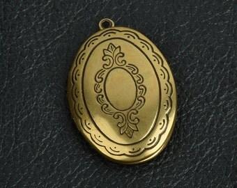 Engraved Oval Locket, Antiqued Gold pkg/2 15292BR