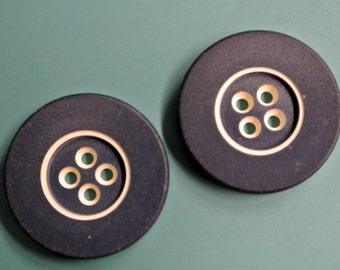 Lot of 5 vintage 1960s unused blue/white overdyed bakelite plastic buttons with for your sewing prodjects