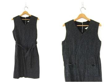 Pin Striped 60s Mod Shift Dress Black White Midi Sleeveless Pockets Pinstripe Vintage Sheath House Day Dress Modern Size Medium