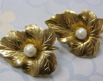 Vintage Sarah Coventry Leaf and Pearl Earrings Clip Backs Gold Plated