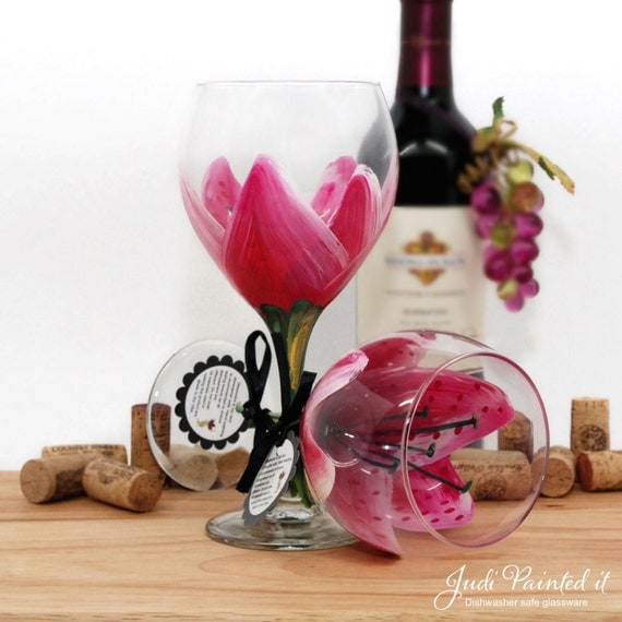 Stargazer lily, painted wine glass, flower wine glass, personalized, gift, Magenta, birthday wine glass, unique wine glass, floral decor