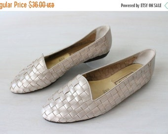 On SALE Vintage 1980s Basketweave Slip On Leather Flats Shoes Silver Metallic / Size 7