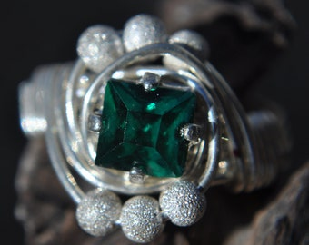 Nautilus Ring Size 6 - Emerald