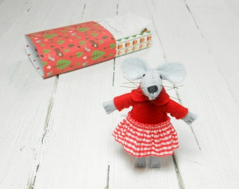 Wool felt animals mouse in a matchbox red felted miniature gift daughter kids gift matchbox doll teen gift plushies