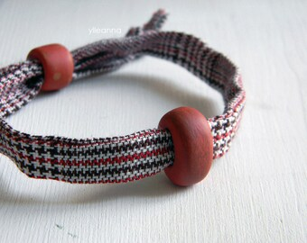 Men bracelet. Adjustable. Fabric and ceramic bracelet. Made in Italy. Glen plaid. Rust, brown, white.