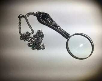 Vintage Look Magnifier on a 29 Inch Chain