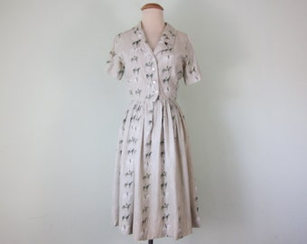 60 horse print silk button front short sleeve fitted waist dress (xs - s)
