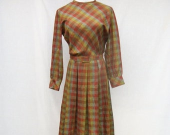 SALE 60s Cotton Day Dress size Small Pleated Plaid Dress LYNBROOK