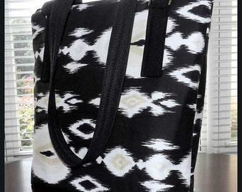 Black and White Handbag/Purse, Pockets, Shoulder Straps
