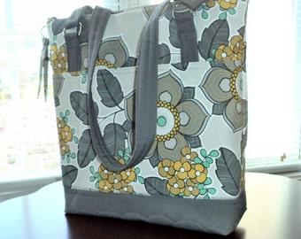 Handbag/Purse - Large with Zipper Closure - Pockets - Shoulder Straps
