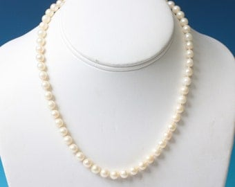 Cultured Pearl Choker Necklace 10K Clasp Vintage 16 Inch Choker