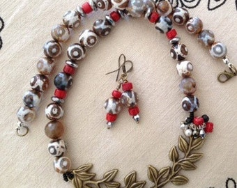 Agate and coral necklace with twig centrepiece.