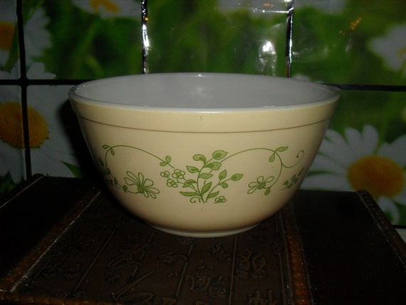 Vintage Pyrex Mixing Bowl Yellow with Green Pattern