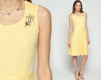 Pleated Dress 70s Midi EMBROIDERED Floral Boho Sleeveless High Waisted Summer Vintage Preppy Pastel Yellow Bohemian 1970s Medium