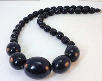 60s Navy oblong molded plastic beads  necklace