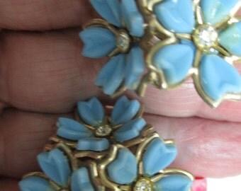 Vintage costume jewelry  / flower and rhinestone screw on  earrings