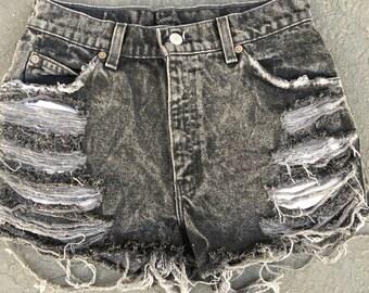 Destroyed renewal vintage levis acid wash shorts