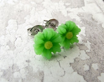 Green flower earrings, daisy earrings, flower earrings, flower stud earrings