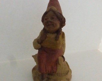 Vintage Cairn Studio Tom Clark Gnome Bonnie Sitting on a Scotch Bonnet ShellRetired  and  Re-signed