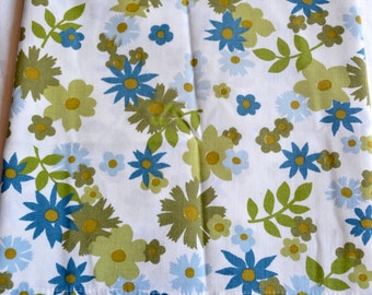 Vintage Pillowcase - Blue and Avocado Green Daisy - Standard Size