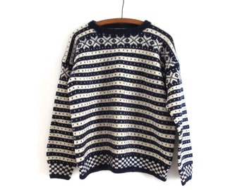 Vintage blue and white sweater Patterned wool sweater Wool pullover Womens sweater Skiing sweater Navy and cream pattern sweater Ski sweater