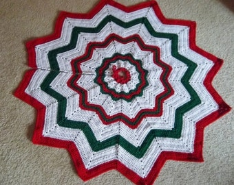 Christmas Tree Star Skirt in White, Red and Green with Metallic Effect