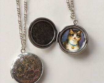 Pretty Little Locket Necklaces with Vintage Cat picture