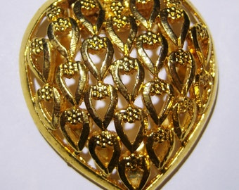 vintage gold tone heart scarf clip with small hearts 1215D