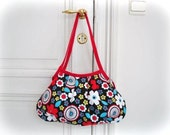 CLEARANCE SALE ! Shoulder Bag - Tossed Flowers - zipper