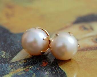 Maris - pearl stud earrings, natural ivory color, women, for her, gift idea, Bridal fashion, earrings, jewelry, pearl earrings, wedding