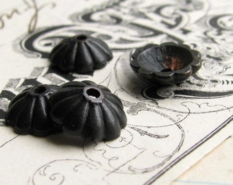 6mm daisy bead cap from Bad Girl Castings - dark, distressed, aged black pewter beadcaps (6) black oxidized pewter BC-SG-042