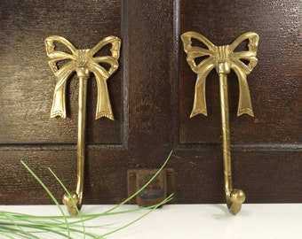 vintage 80's brass ribbon hanging hooks bow matching pair home decor decorative victorian french country solid metal holiday stocking shabby
