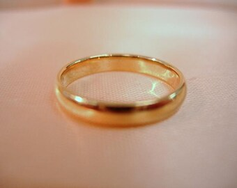 Van Cleef and Arpels 18 KT Yellow Gold Band
