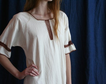 1970's boho Dress / White Cotton hippie Dress / Easy Cotton Summer Dress / Festival Wear / White and Brown / Cream Dress / Crochet Dress
