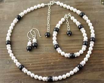 Black and White Pearl Necklace, Bracelet and Earring Set,  Bridal Set, Swarovski Pearl Necklace, Little Black Dress Necklace